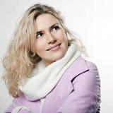 Portret van mooi whitehairmeisje in roze Royalty-vrije Stock Foto