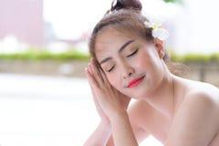 Portret van mooie Aziatische mensen met dichte omhooggaande mening en dicht Stock Foto's