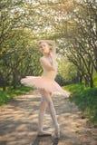 Portret van mooie ballerina met romantische en tedere emotie Stock Foto