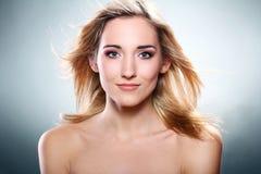 Portret van mooie blonde Stock Afbeeldingen