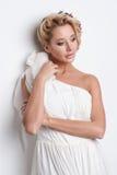 Portret van mooie blondevrouw met krullend kapsel en heldere make-up Natuurlijk kijk geïsoleerde studio royalty-vrije stock fotografie