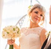 Portret van mooie bruid Huwelijkskleding en decoratie Royalty-vrije Stock Fotografie