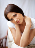 Portret van mooie donkerbruine jonge vrouw Stock Fotografie
