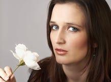 Portret van mooie donkerbruine vrouw royalty-vrije stock afbeeldingen