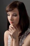 Portret van Mooie, Ernstige Vrouw Stock Afbeelding