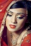 Portret van mooie gelukkige Indische bruid Royalty-vrije Stock Afbeeldingen