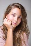 Portret van mooie jonge brunette. Stock Afbeelding