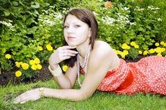 Portret van mooie jonge glimlachende dame Royalty-vrije Stock Fotografie
