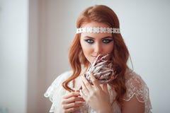Portret van mooie jonge hippievrouw in studio royalty-vrije stock fotografie