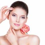 Portret van mooie jonge mooie vrouw met gezonde huid Stock Fotografie