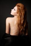 Portret van mooie jonge redhead vrouw Royalty-vrije Stock Foto's