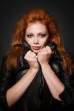 Portret van mooie jonge redhead vrouw royalty-vrije stock afbeelding