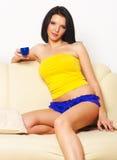 Portret van mooie jonge vrouw Stock Foto