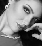 Portret van mooie jonge vrouw Stock Afbeeldingen