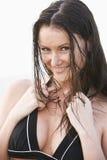 Portret van mooie jonge vrouw die bikini draagt royalty-vrije stock fotografie