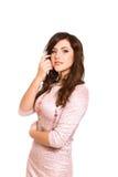 Portret van mooie jonge vrouw in een roze kleding op wit stock afbeelding