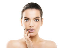 Portret van mooie jonge vrouw met gezonde huid, natuurlijk col. Stock Foto