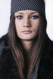 Portret van mooie jonge vrouw met lang haar Stock Foto's
