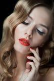 Portret van mooie jonge vrouwen met rode lippen Stock Afbeelding