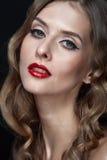 Portret van mooie jonge vrouwen met rode lippen Stock Foto
