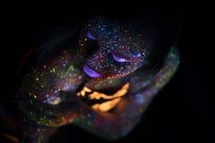 Portret van Mooie Maniervrouw in Neonuf Licht ModelGirl met Fluorescente Creatieve Psychedelische Make-up, Art. Royalty-vrije Stock Foto