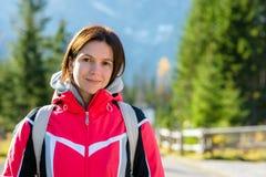 Portret van mooie meisjes in de bergen royalty-vrije stock fotografie