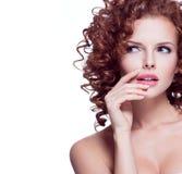 Portret van mooie nadenkende vrouw Royalty-vrije Stock Afbeelding