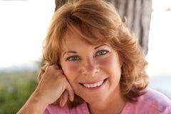 Portret van mooie, op middelbare leeftijd vrouw stock fotografie