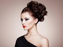 Portret van mooie sensuele vrouw met elegant kapsel Stock Fotografie