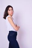 Portret van mooie Spaanse jonge vrouw Stock Afbeelding