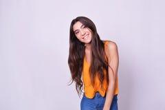 Portret van mooie Spaanse/Kaukasische jonge vrouw Royalty-vrije Stock Fotografie