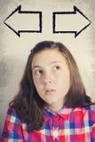 Portret van mooie tiener in dilemma Stock Foto's