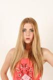 Portret van mooie verraste blondevrouw Royalty-vrije Stock Fotografie