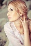 Portret van mooie vrouw Stock Afbeeldingen