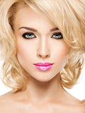 Portret van Mooie vrouw met blond haar Gezicht van manier stock foto's