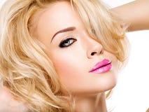 Portret van Mooie vrouw met blond haar Gezicht van manier royalty-vrije stock afbeeldingen