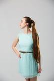Portret van mooie vrouw met het perfecte lange glanzende blonde schot van de haarstudio Royalty-vrije Stock Afbeeldingen