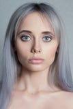 Portret van mooie vrouw met naakte samenstelling Stock Fotografie