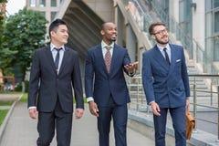 Portret van multi etnisch commercieel team stock afbeelding