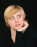 Portret van nadenkende aantrekkelijke vrouw Royalty-vrije Stock Afbeeldingen