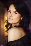 Portret van natuurlijk donkerbruin meisje Stock Foto's