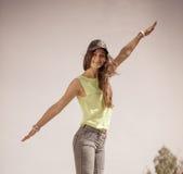 Portret van onbezorgd tienermeisje openlucht Stock Foto