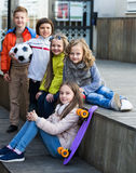 Portret van ondergeschikte schooljonge geitjes royalty-vrije stock foto