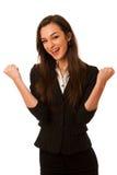 Portret van opgewekte jonge bedrijfsdievrouw over witte bac wordt geïsoleerd Stock Foto's