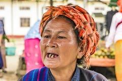 Portret van oude Birmaanse vrouw in Heidens Royalty-vrije Stock Foto's