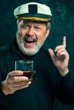 Portret van oude kapitein of de zeemansmens in zwarte sweater royalty-vrije stock afbeeldingen