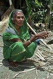 Portret van oude vrouw in traditionele kleding Royalty-vrije Stock Afbeeldingen