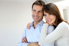 Portret van paar dat weg kijkt Stock Foto's