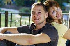 Portret van paar op de bank stock afbeelding