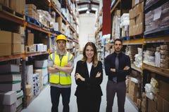 Portret van pakhuismanager en arbeiders stock fotografie